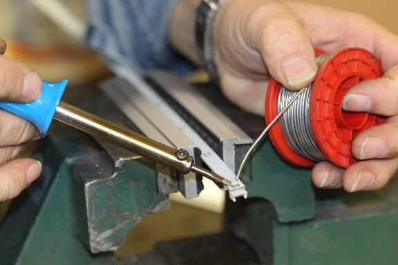 Soft jaw application: The workpiece was clamped in the protective jaws for soldering