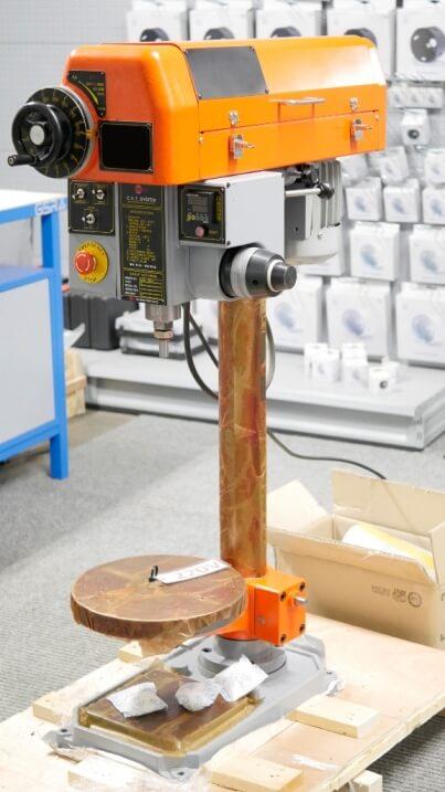 Bohr-Gewindeschneid-Maschine: Spezielle Bohrmaschine zum Gewindeschneiden